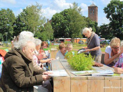 Picknicksets Ammerzoden 09 - Fhreja Ontwerpbureau Groene Leefomgeving - rolstoelvriendelijk - meubilair - steigerhout - vrijwilligers - tuin - NLdoet